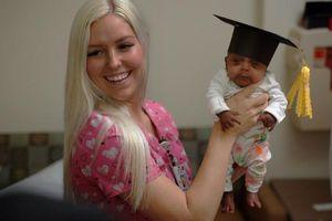 Em bé nhỏ nhất thế giới vừa được xuất viện ở California