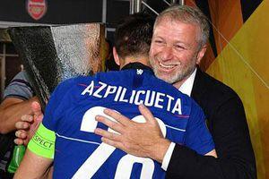 'Mất tích' 1 năm, Abra ập vào phòng thay đồ mừng Chelsea