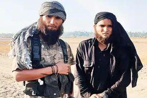 Diễn viên Bollywood bị cảnh sát 'tóm' khi có vẻ ngoài y chang khủng bố đi dạo trên phố