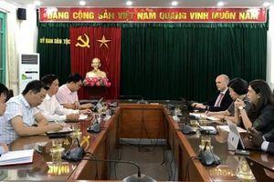 Thứ trưởng, Phó Chủ nhiệm Phan Văn Hùng tiếp và làm việc với Giám đốc Thực hành PTXH, Khu vực Đông Á - TBD