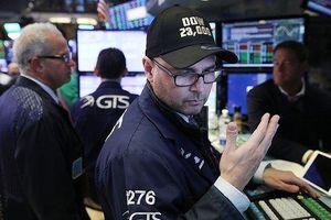 Lo suy thoái kinh tế, giới đầu tư rút khỏi chứng khoán
