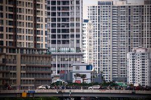 Chung cư trên Bến Vân Đồn vây kín quận 1, TP.HCM