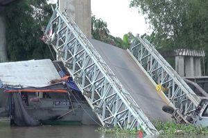 Ôtô chở khoai mì quá tải trọng khiến cầu Tân Nghĩa sập