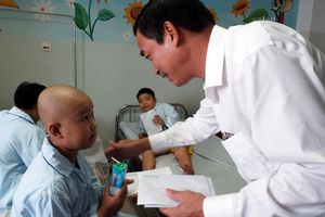 Lãnh đạo TP Đà Nẵng thăm, tặng quà cho trẻ em