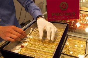 Giá vàng hôm nay 31/5: Đồng USD lên đỉnh 2 năm, giá vàng cũng phi mã