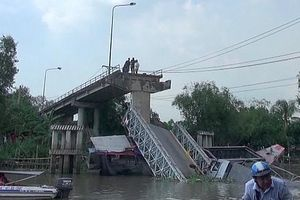 Thông tin mới nhất vụ xe tải chở hàng gây sập cầu ở Đồng Tháp