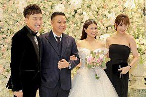 Trấn Thành làm MC, hát trong đám cưới bạc tỷ của đạo diễn 'Cua lại vợ bầu'