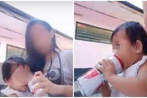 Trẻ quấy khóc mãi không chịu nín, cô bảo mẫu đã dùng cách kinh khủng