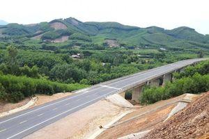 Đẹp ngỡ ngàng trên cung đường cao tốc nối Huế - Đà Nẵng