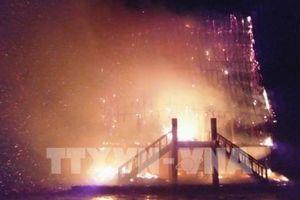 Sét đánh cháy rụi nhà rông tại Kon Tum