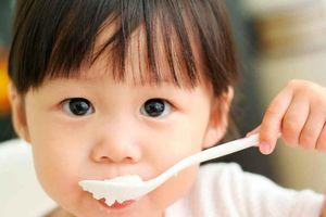 Thói quen ăn cơm hâm lại gây nguy hại thế nào cho sức khỏe