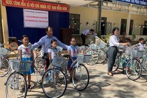 Quảng Ngãi: Trao tặng xe đạp cho học sinh nghèo hiếu học