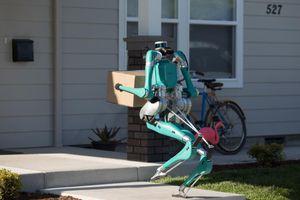Ford thử nghiệm robot giao hàng có thể di chuyển như con người