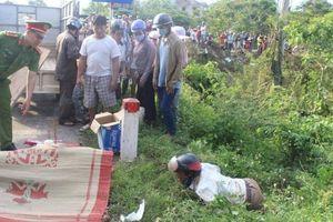 Chồng khóc ngất bên thi thể vợ trong vụ TNGT thương tâm ở Huế