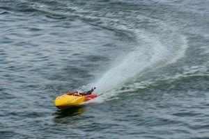 Cận cảnh thú chơi mô hình tàu siêu tốc 'xé nước' ở Hà Nội