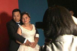 Câu chuyện cảm động đằng sau ảnh cưới của lao động nhập cư nghèo Trung Quốc