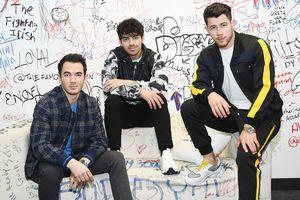 Nguyên nhân Jonas Brothers tan rã và tái hợp là gì?