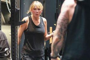 Taylor Swift để mặt mộc đi tập, lộ thân hình phát tướng