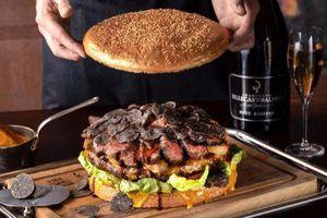 Gan ngỗng, bò wagyu trong chiếc burger giá 1.000 USD