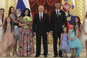 Cách hay để gặp 'người hùng' Putin: Sinh thật nhiều con!