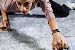 Vòng đeo tay theo dõi sức khỏe Samsung Galaxy Fit/Fit e chính thức lên kệ