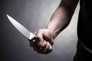 Bắt giữ người đàn ông cầm dao bầu tấn công cảnh sát 141