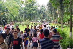 Công viên Thủ Lệ ken đặc người ngày Tết thiếu nhi