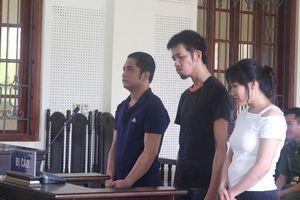Người mẹ tật nguyền từ Ninh Bình vào Nghệ An mong gặp con trai tại tòa