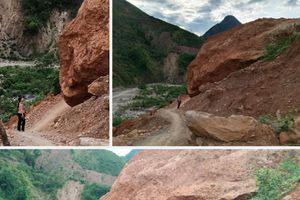 Khối 'bom đá' khổng lồ uy hiếp Quốc lộ 7B ở Nghệ An