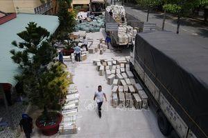 Chặn 3 xe tải chở hàng lậu từ Campuchia về Việt Nam