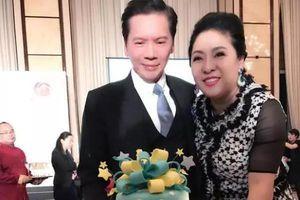 Vợ của ông trùm showbiz Hong Kong mắng chửi Trương Bá Chi: 'Nói dối như bệnh nhân tâm thần, mồ côi cha lại ly hôn tâm lý vặn vẹo'