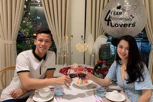 Trước ngày lên tuyển, Quế Ngọc Hải kỷ niệm 4 năm yêu lãng mạn bên vợ