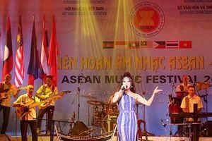 Bế mạc liên hoan âm nhạc ASEAN 2019: Rực sỡ sắc màu văn hóa, âm nhạc ASEAN