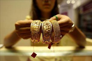 Giá vàng tăng phi mã, vượt ngưỡng 1.300 USD/ounce
