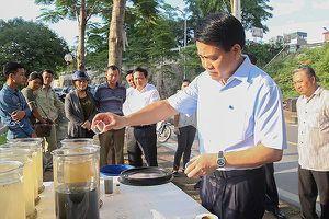 Chủ tịch UBND TP Hà Nội kiểm tra công tác làm sạch sông Tô Lịch bằng công nghệ châu Âu