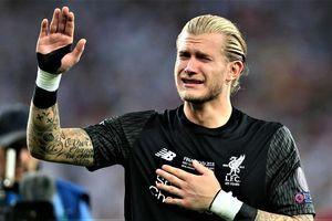 CĐV an ủi 'tội đồ' Karius sau chức vô địch của Liverpool
