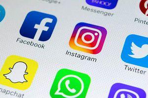 Khai đủ tài khoản mạng xã hội trong 5 năm mới được vào Mỹ