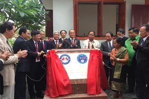 Trao tặng Nhà hữu nghị Việt Nam - Lào