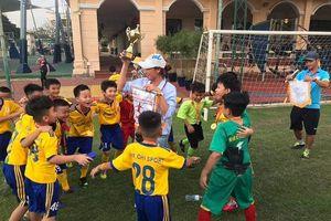 Cựu tuyển thủ Kim Chi và quyết tâm làm bóng đá cộng đồng
