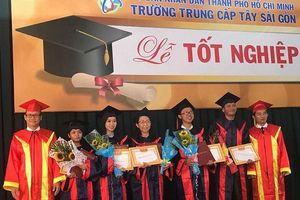 Gần 150 sinh viên U60 nhận bằng tốt nghiệp