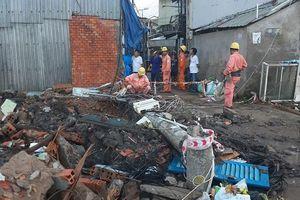 Cột điện gãy đè chết công nhân lắp cống thoát nước tại Cần Thơ