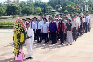 Phó Chủ tịch Quốc hội Tòng Thị Phóng dâng hương tưởng nhớ các anh hùng liệt sỹ tại Quảng Nam