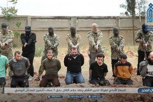 Hình ảnh phiến quân Syria giết hại 7 người bị tố làm gián điệp cho Nga