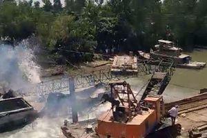 Video vụ sập cầu ở Đồng Tháp: Khoảnh khắc cần cẩu cứu hộ gãy đôi