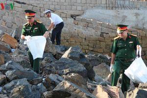 Hơn 1.000 người tham gia làm sạch bãi biển Vũng Tàu