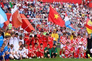 Đội bóng đá thiếu niên Việt Nam tham gia World Flags Junior Cup