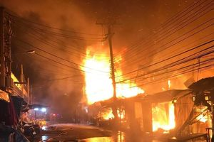 Chợ cuối tuần Chatuchak của Thái bốc cháy trong đêm