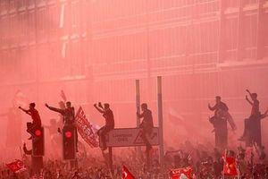 Ngày trở về 'nhuộm đỏ' của dàn sao Liverpool cùng cúp Champions League