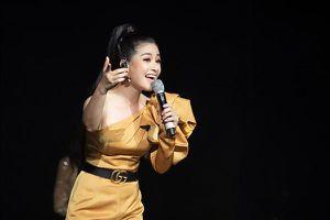 Dương Hoàng Yến xúc động trước tình cảm của khán giả TP. HCM