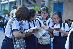TP Hồ Chí Minh: Sĩ tử bước vào thi môn Toán kỳ thi tuyển sinh vào lớp 10
